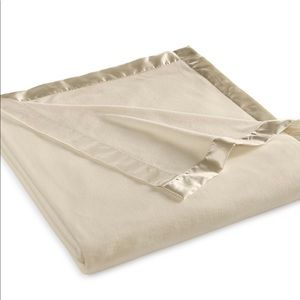 Brand new Martha Stewart soft fleece king blanket